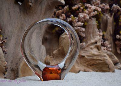Boheems kristallen urn van Loranto  met onderin een kleine ruimte voor toevoeging van as