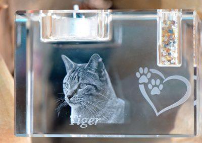 Kristal glas met mogelijkheid voor 2 of 3 D gravering inclusief kleine asbestemming en theelichthouder.