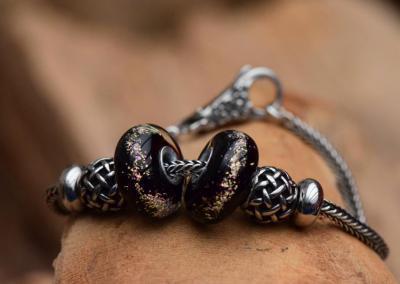 Armband zilver met crematie as kralen en bijhorende tussen zet kralen.Prijs 169,95 euro
