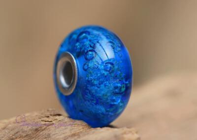 crematie-as glasbedel van transparant blauw glas. Prijs 69,95 euro