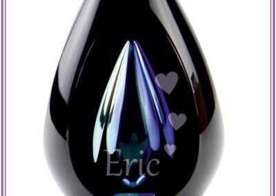 Urn Diamond black blue, gezandstraald met naam en afbeelding, Prijs 345,95. Online beschikbaar op bol.com; Urnen met naam en symbool