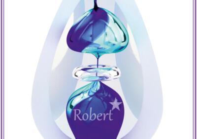 Urn Orion, verkrijgbaar in small 15 cm hoog, prijs 320,95 euro incl. zandstraling met naam en symbool, en big 20 cm hoog, 478,95 incl. zandstraling met naam en symbool, Blue or Purple