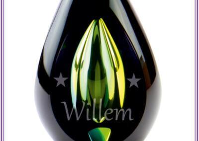 Urn Diamond green, yellow,black, gezandstraald met naam en afbeelding, Prijs 345,95. Online beschikbaar op bol.com; Urnen met naam en symbool