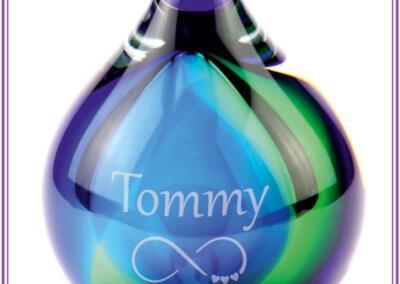 Urn Bubble, voor deelbestemming crematie-as, 120ml, prijs 115,95 euro, incl. zandstraling met naam en symbool. Online beschikbaar op bol.com: Urnen met naam en symbool