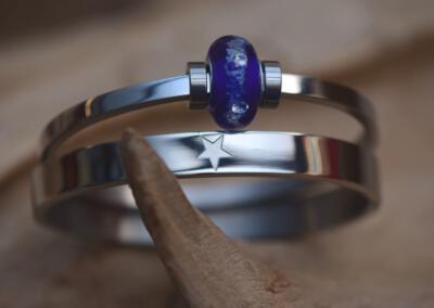 crematie as kraal met zirkonia's op rvs armband en rvs quote armband