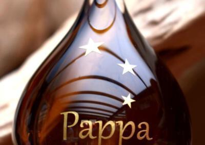 crematie as in glas urn met naam en symbool cognac, ook online verkrijgbaar bij Bol.com via Urnen met naam en symbool