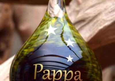 crematie as in glas urn met naam en symbool , ook online verkrijgbaar op bol.com via Urnen met naam en symbool